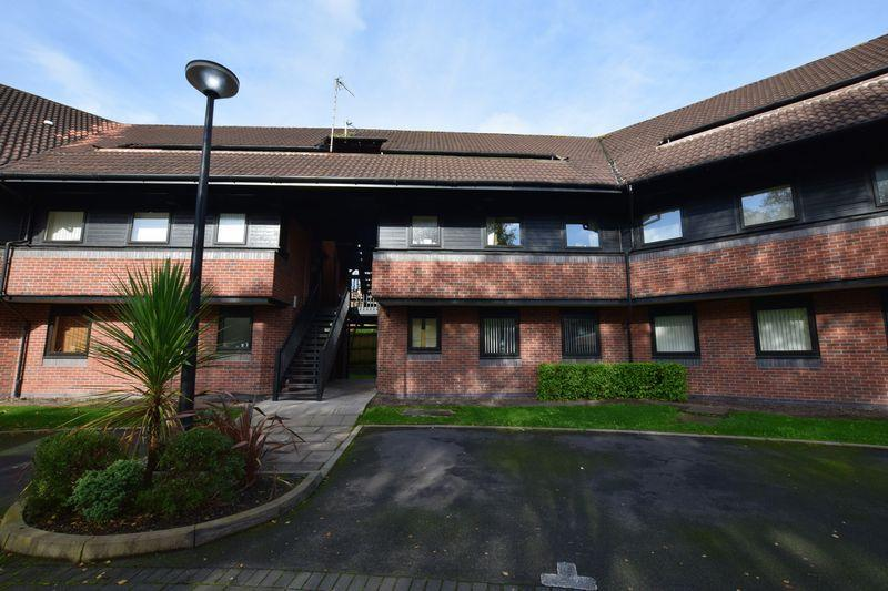 2 Bedrooms Apartment Flat for sale in Hamnett Court, Warrington
