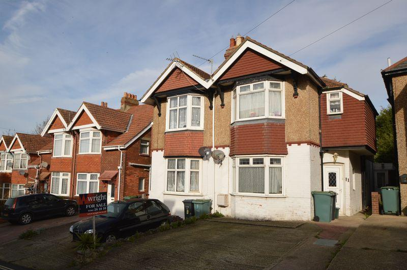 3 Bedrooms Semi Detached House for sale in East Cowes, PO32 6AL