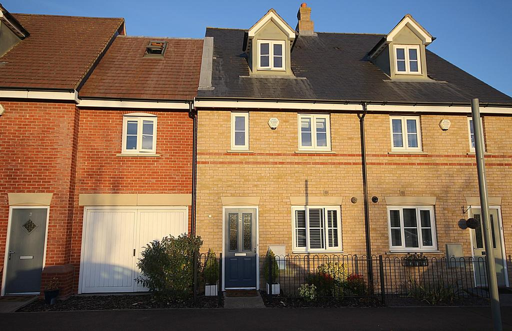 3 Bedrooms Town House for sale in Valerian Way, STOTFOLD, SG5
