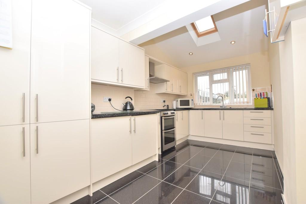 3 Bedrooms Semi Detached House for sale in Onslow Crescent, Colchester, CO2 8UN
