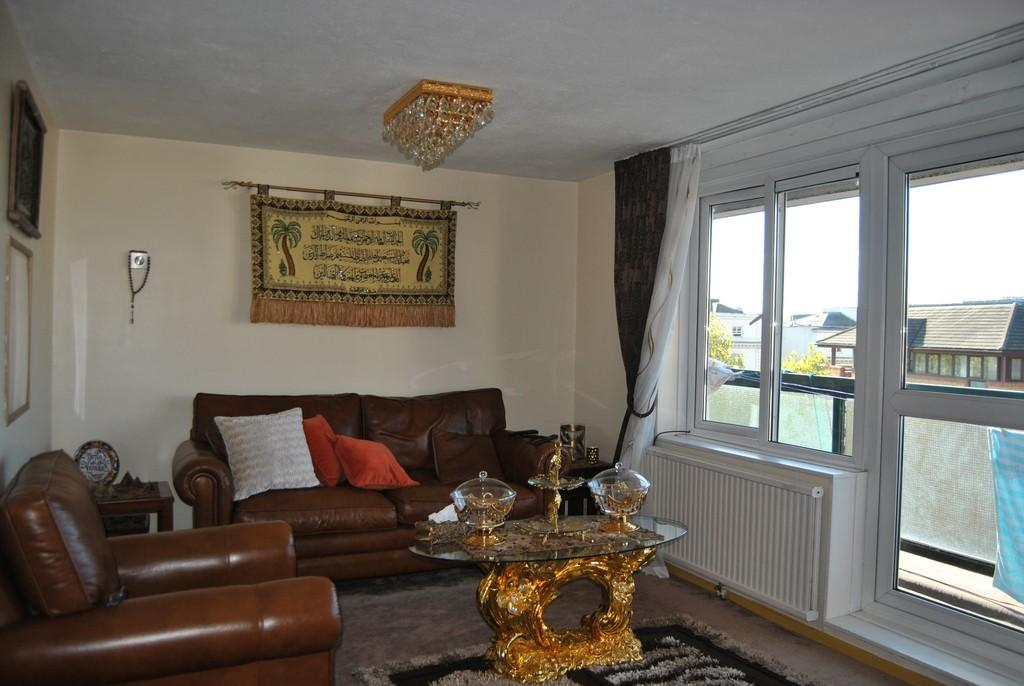 3 Bedrooms Apartment Flat for sale in Brewers Court W2