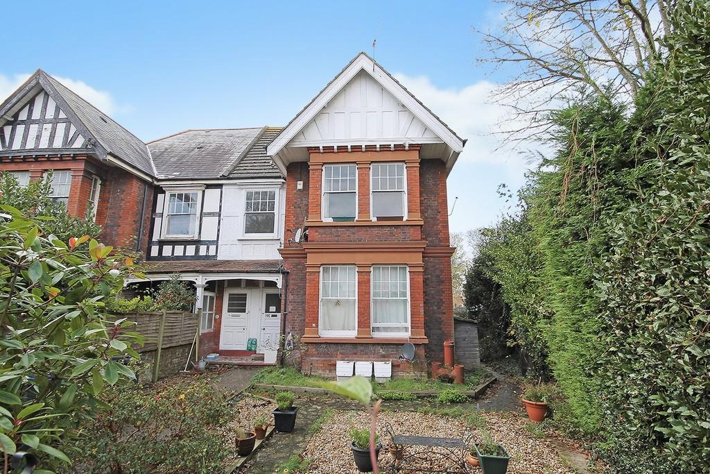 3 Bedrooms Apartment Flat for sale in St. Botolphs Road, Worthing BN11 4JP