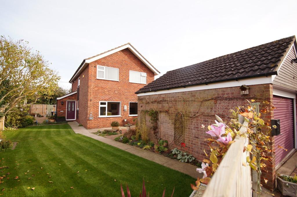 4 Bedrooms Detached House for sale in Roselea Avenue, Welton, Lincoln