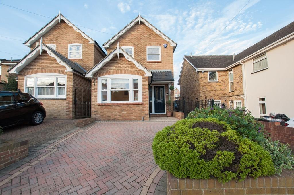 3 Bedrooms Detached House for sale in Princes Road, Buckhurst Hill