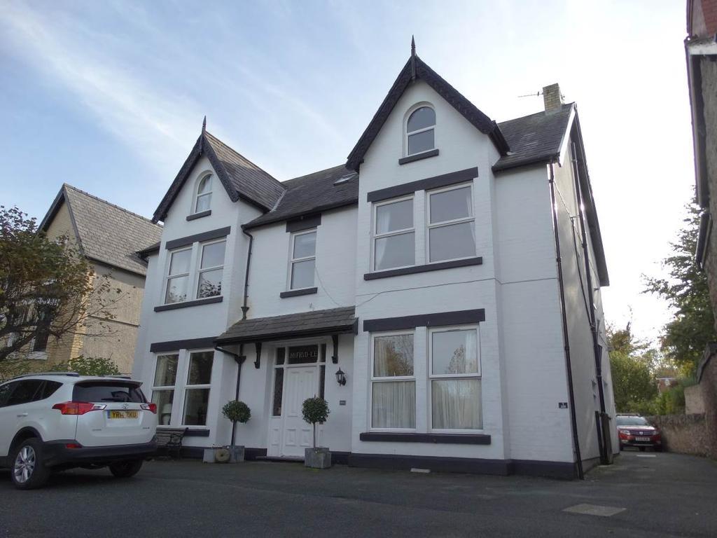4 Bedrooms Maisonette Flat for sale in 200 Abergele Road, Old Colwyn, LL29 8AN