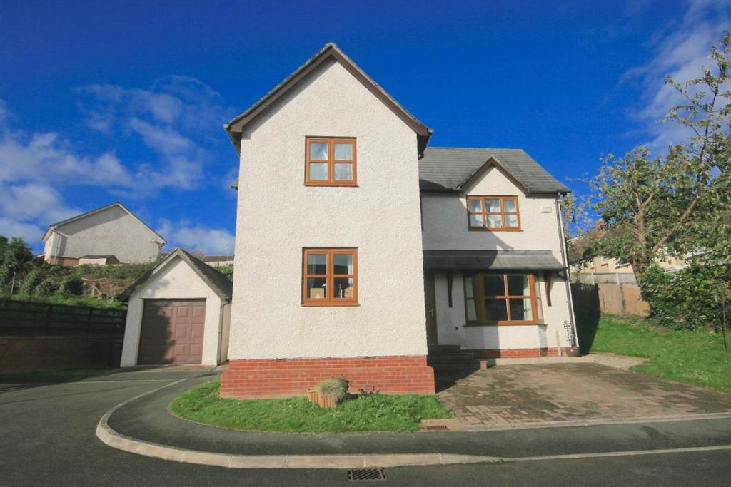 3 Bedrooms Detached House for sale in 5 Y Berllan, Gyffin, LL32 8RT