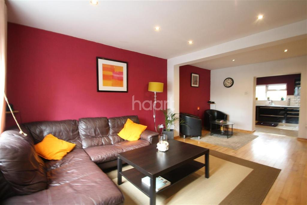 3 Bedrooms Detached House for rent in Retford Path - Harold Hill - RM3
