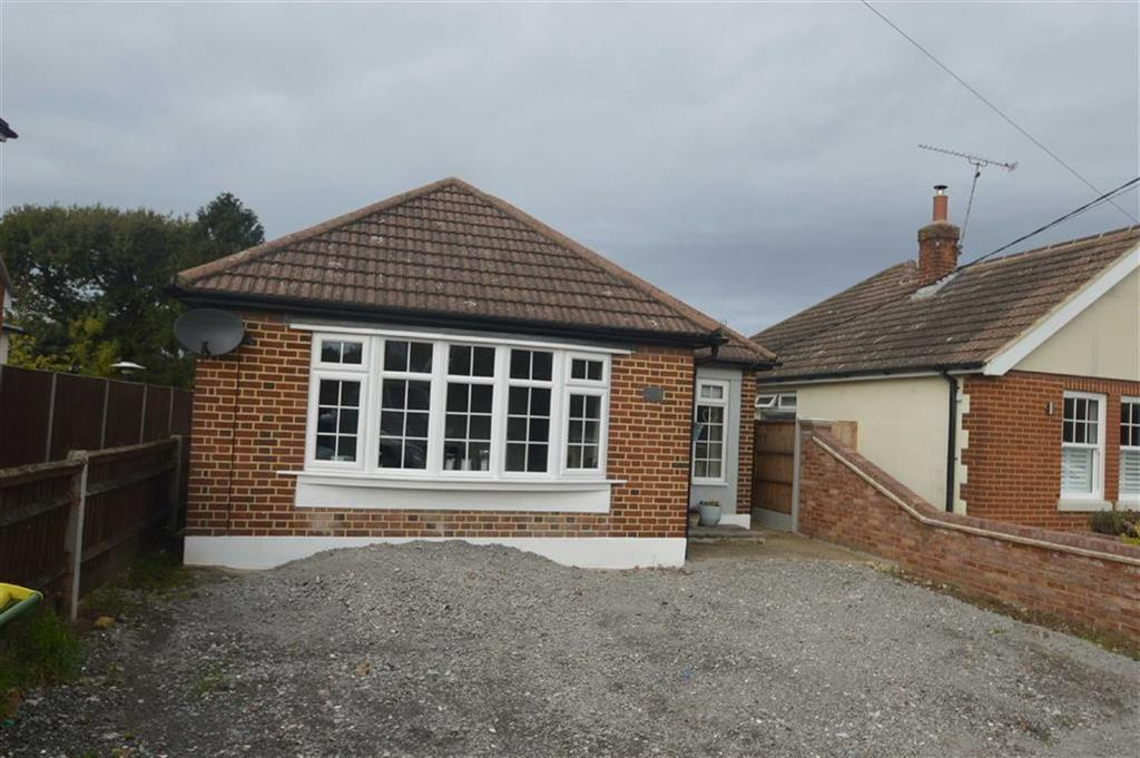 2 Bedrooms Detached Bungalow for sale in Rectory Road, Hockley, Essex