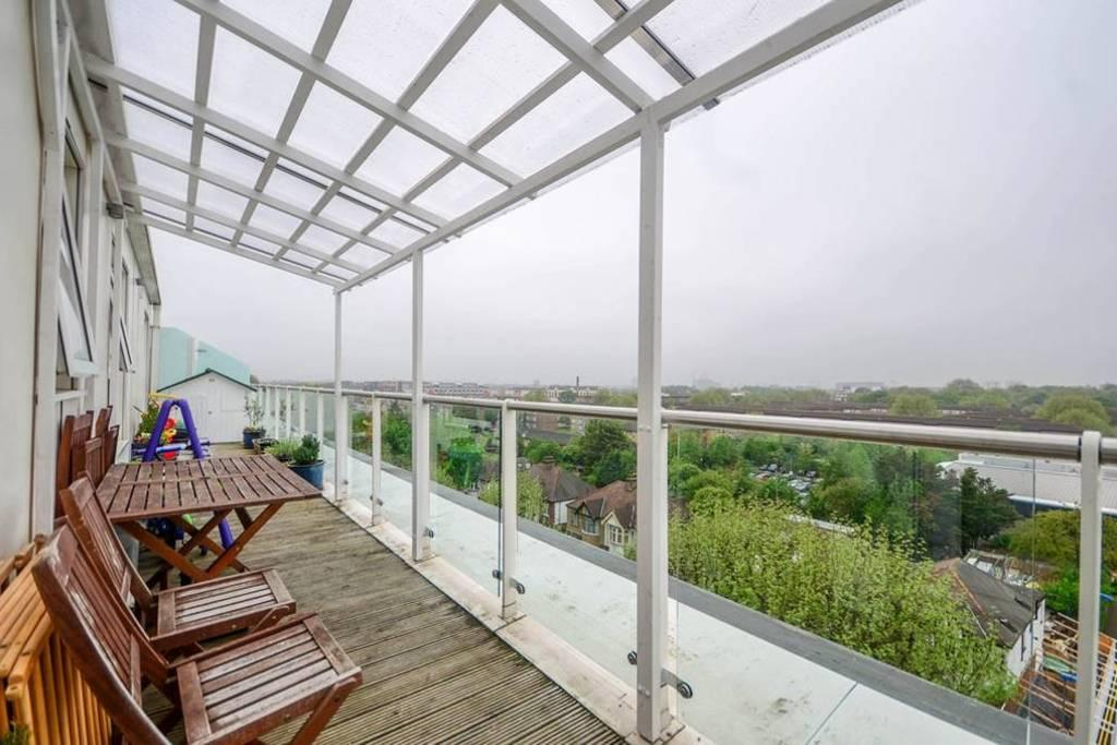 2 Bedrooms Flat for sale in Bromyard House, Bromyard Avenue, London