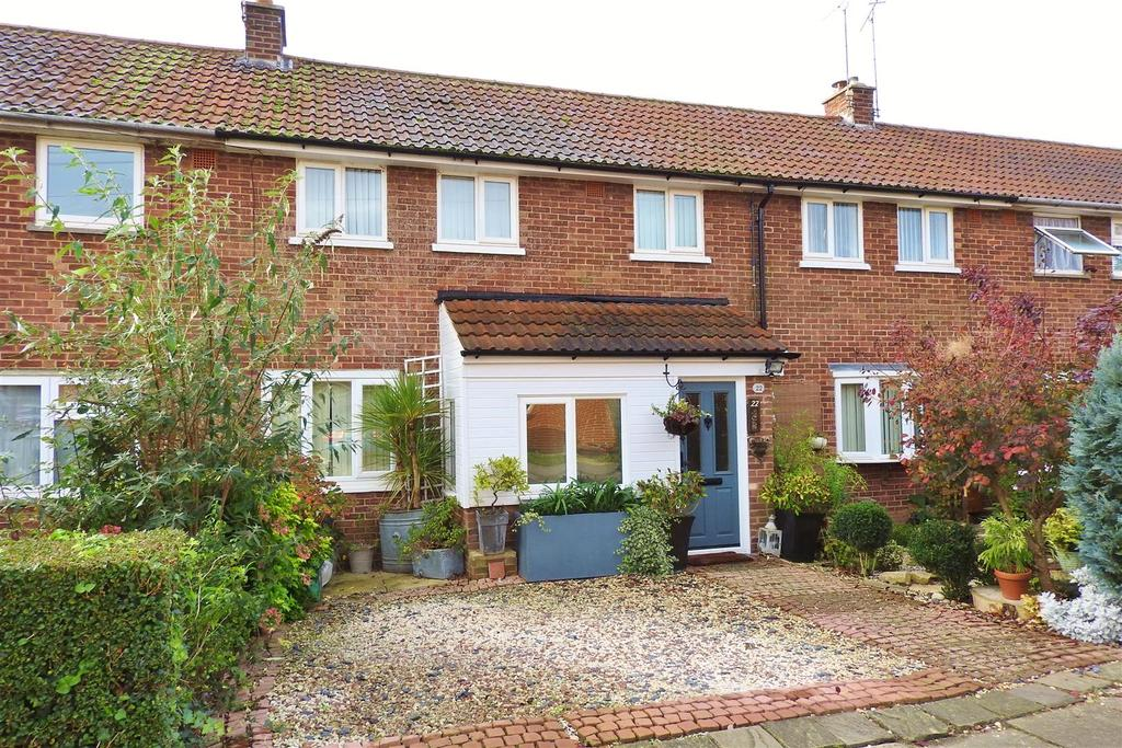 4 Bedrooms Terraced House for sale in The Chase, Boreham, Chelmsford