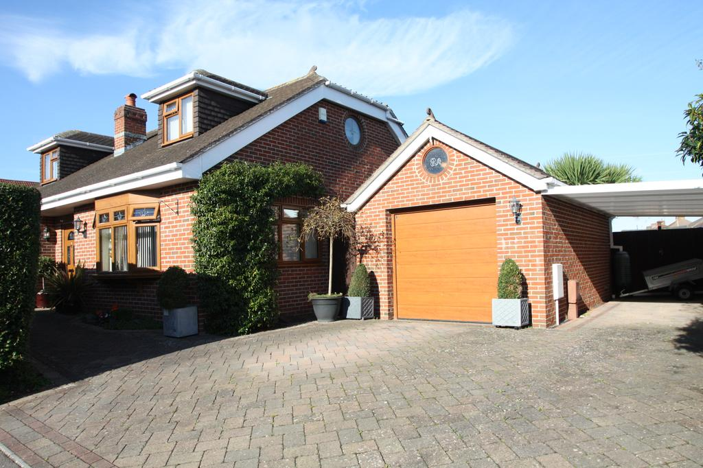 4 Bedrooms Detached House for sale in Antthony Grove, Gosport PO12