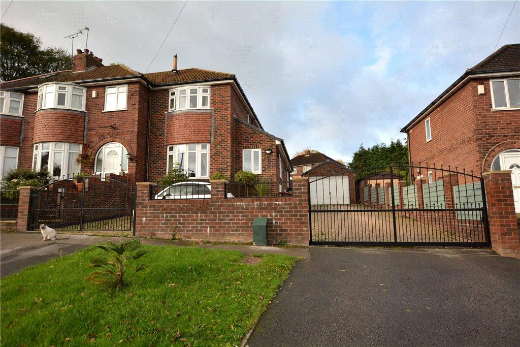 4 Bedrooms Semi Detached House for sale in Woodlands Park Grove, Pudsey, West Yorkshire