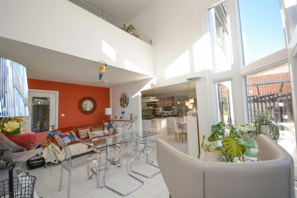 4 Bedrooms Detached House for sale in The Paddocks, Edwalton, Nottingham