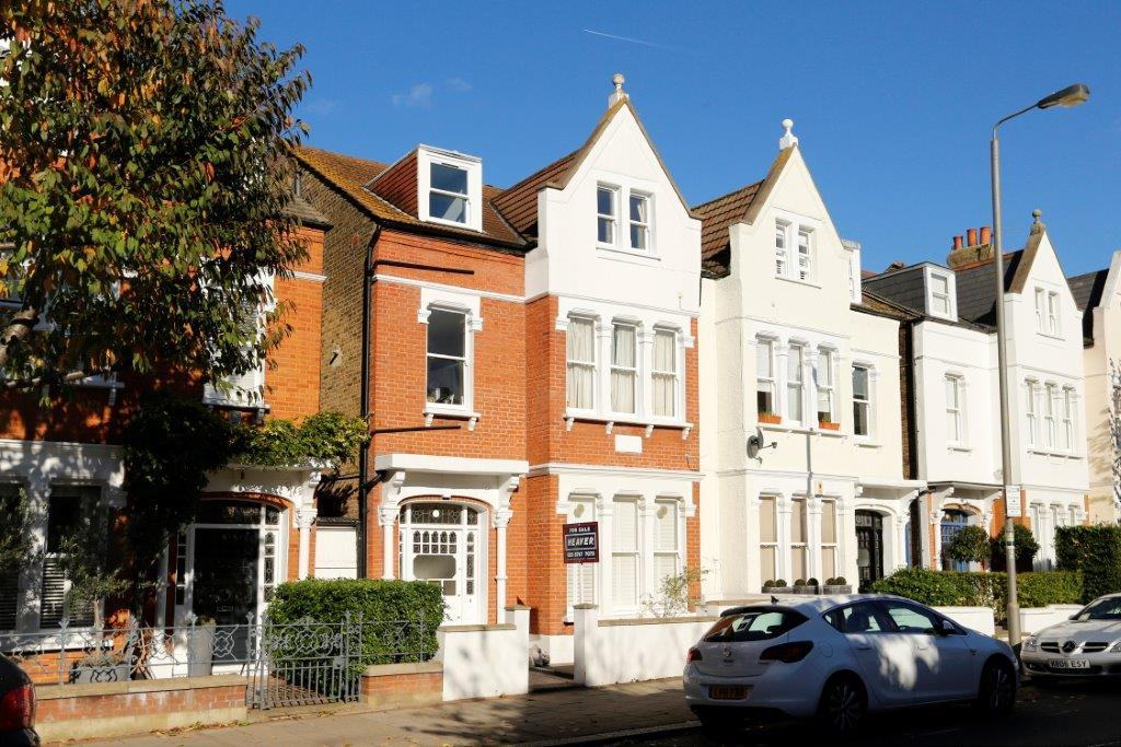 2 Bedrooms Flat for sale in Ritherdon Road, London SW17