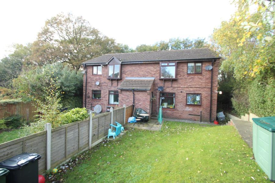 2 Bedrooms Apartment Flat for sale in SILK MILL WAY, COOKRIDGE, LS16 6RN