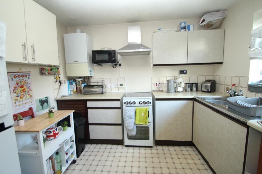 2 Bedrooms Flat for sale in SILK MILL WAY, COOKRIDGE, LS16 6RN