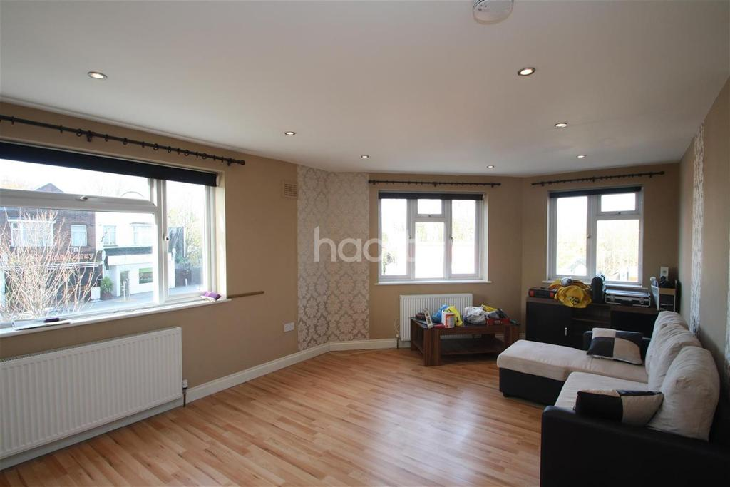 1 Bedroom Flat for rent in Station Road - Gidea Park - RM2
