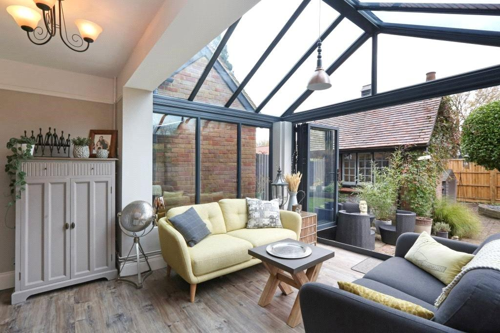 3 Bedrooms Terraced House for sale in New Villas, Station Road, Tring, Herts, HP23