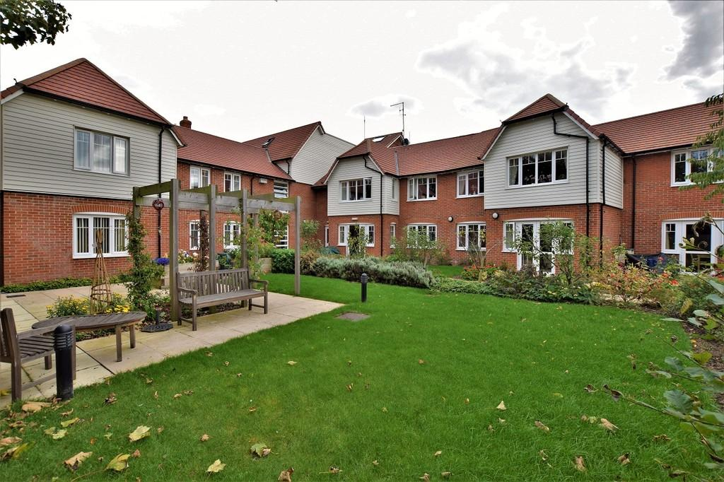 2 Bedrooms Apartment Flat for sale in Chinnerys, Braintree