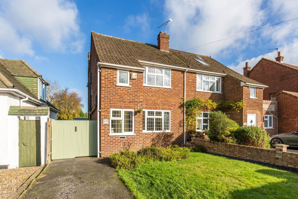 3 Bedrooms Semi Detached House for sale in Limpsfield Road, Warlingham, Surrey, CR6 9DX
