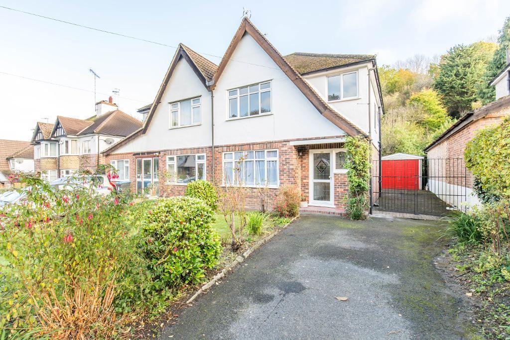 3 Bedrooms Semi Detached House for sale in Hillbury Road, Warlingham, CR6 9TG