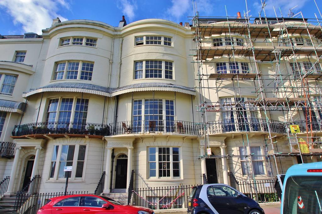 2 Bedrooms Flat for rent in Regency Square, Brighton, BN1