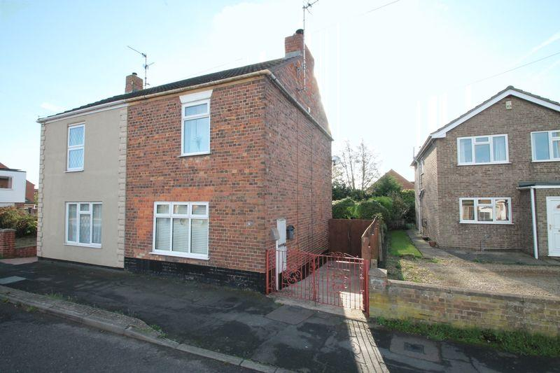 2 Bedrooms Semi Detached House for sale in Bourne Road, Spalding