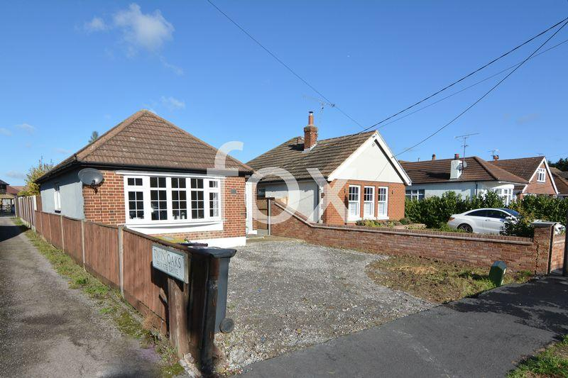 2 Bedrooms Detached Bungalow for sale in Rectory Road, Hockley