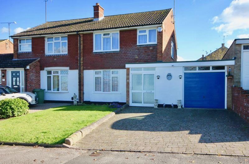 3 Bedrooms Semi Detached House for sale in Hilton Avenue, South West Dunstable. Extended 3 Bedroom Home