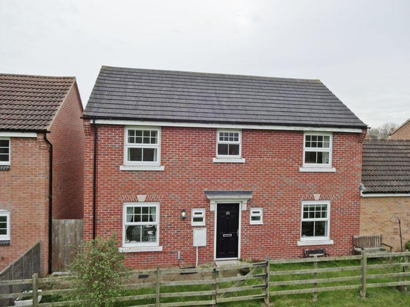4 Bedrooms Detached House for sale in Arden Close, Little Stanion, Corby