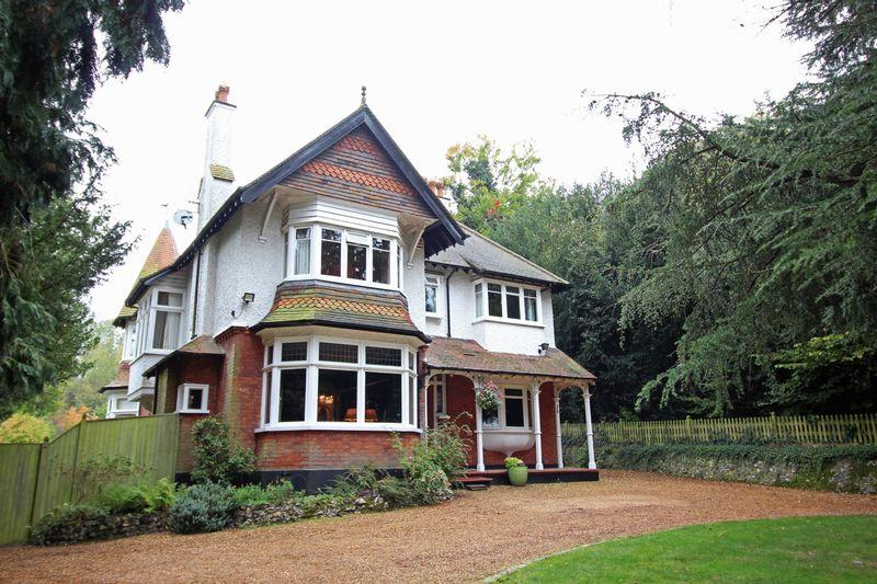 5 Bedrooms Detached House for sale in Beech Avenue, Sanderstead, Surrey