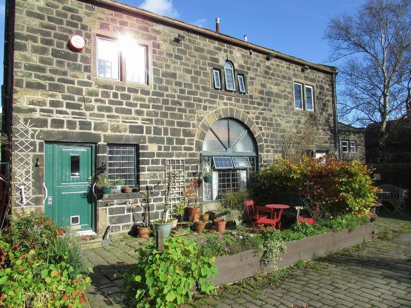 3 Bedrooms Barn Conversion Character Property for sale in Pogley Barn, Heptonstall, Hebden Bridge