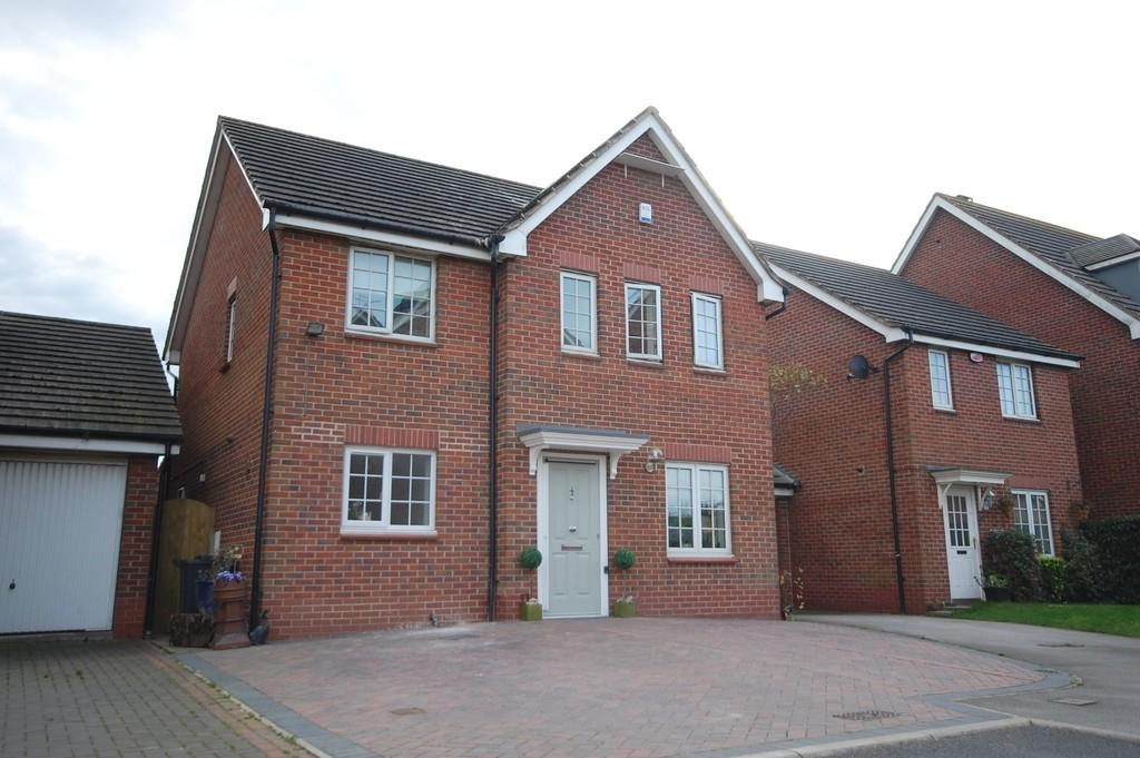 4 Bedrooms Detached House for sale in Hollybush Close, Whitley