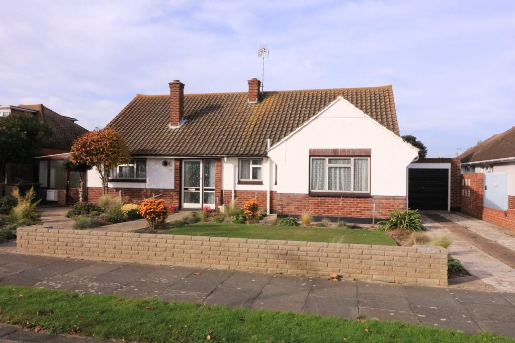 3 Bedrooms Detached Bungalow for sale in St. James Avenue, THORPE BAY