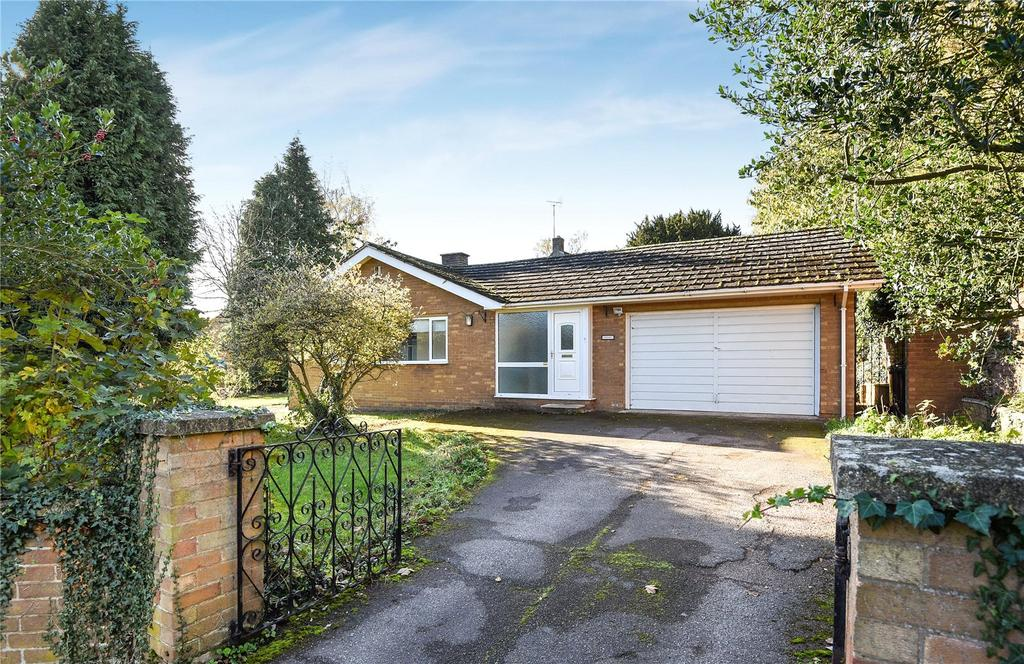 3 Bedrooms Detached Bungalow for sale in Main Street, Great Brington, Northamptonshire, NN7