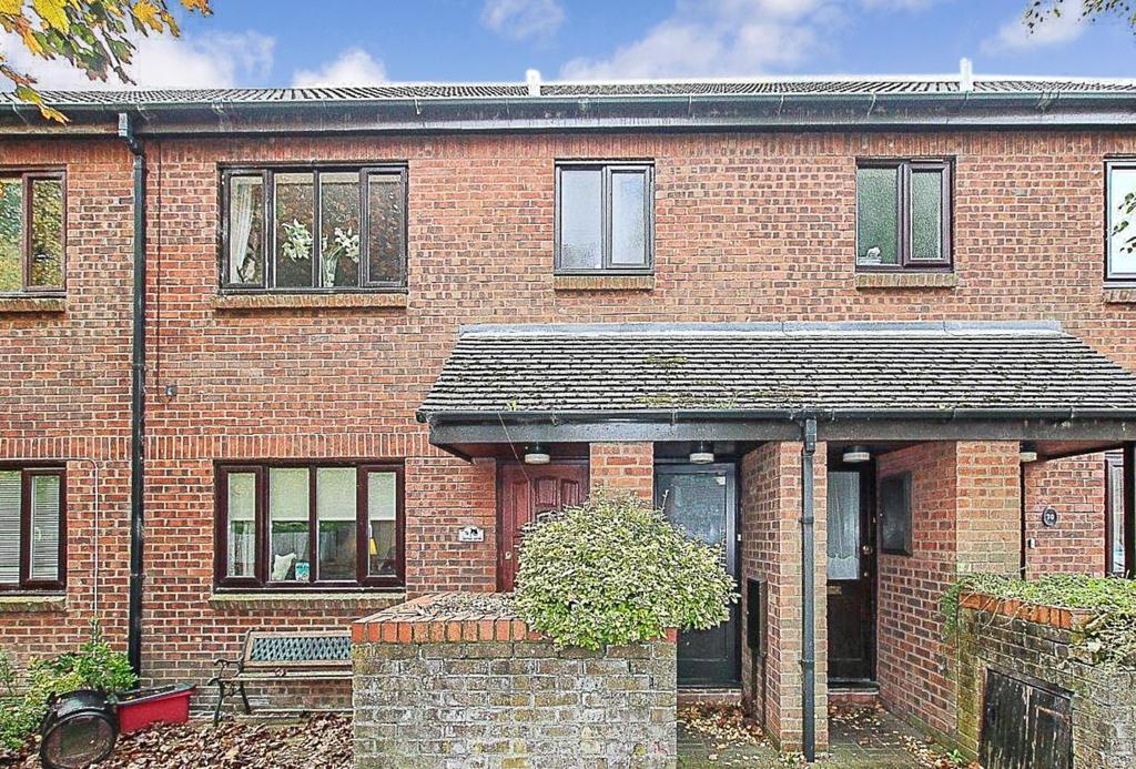 1 Bedroom Apartment Flat for sale in Brackens Drive, Warley, Brentwood