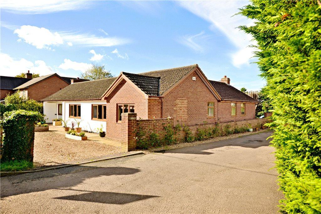 4 Bedrooms Detached Bungalow for sale in Nash Road, Great Horwood, Buckinghamshire