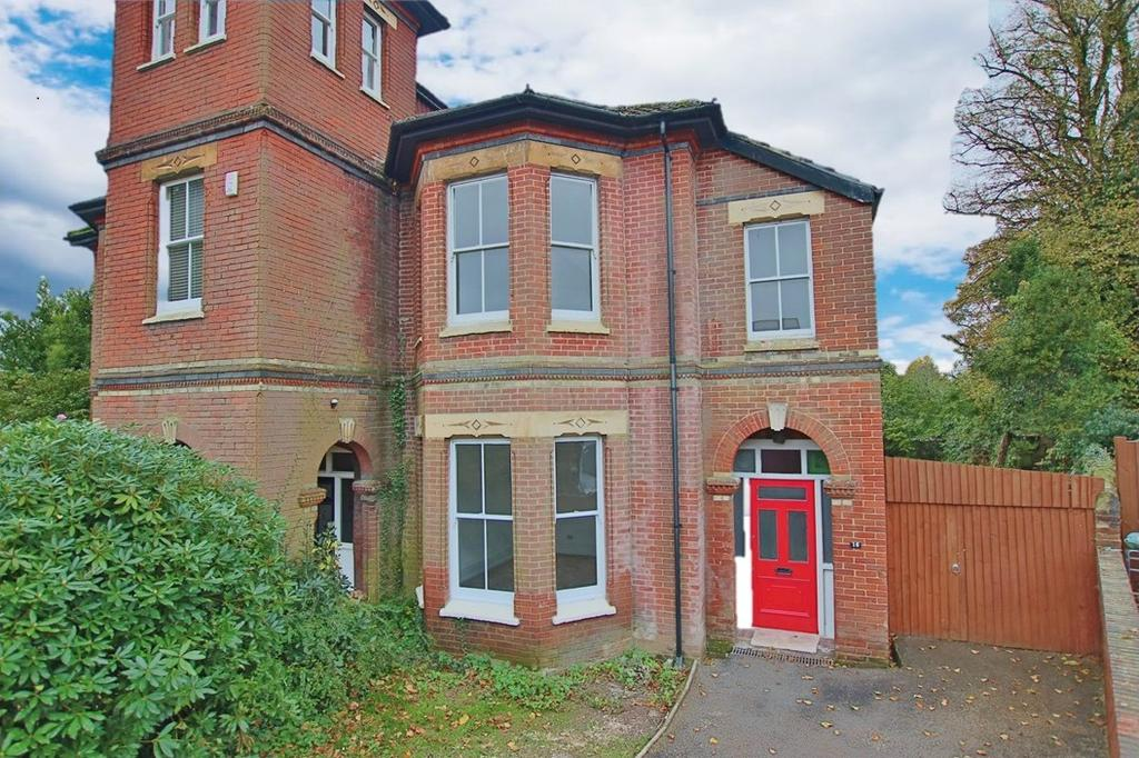 3 Bedrooms Semi Detached House for sale in Highfield, Southampton