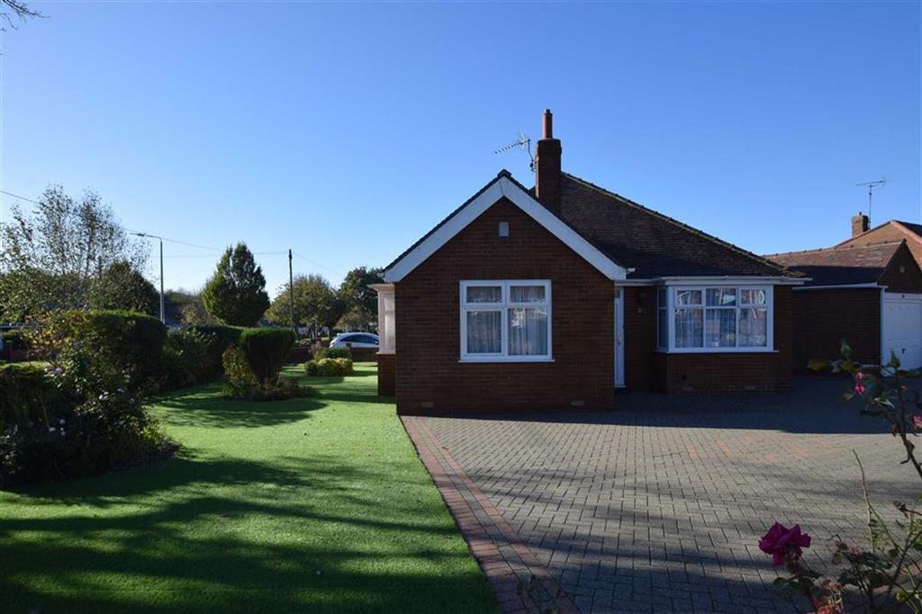 3 Bedrooms Detached Bungalow for sale in Hustler Road, Bridlington, East Yorkshire, YO16