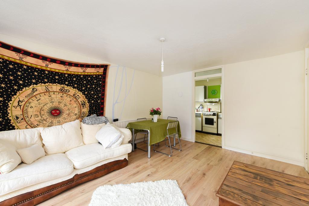 2 Bedrooms Flat for sale in Boscombe Gardens, Streatham, London