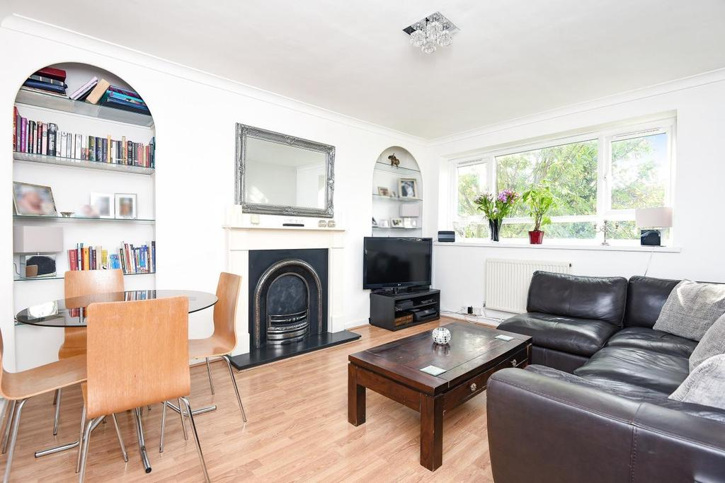 2 Bedrooms Flat for sale in Sheringham Court, Garratt Lane, Earlsfield