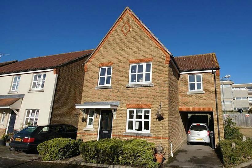 3 Bedrooms Link Detached House for sale in Stone Close, Braintree, Essex, CM7
