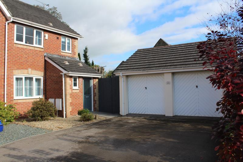 3 Bedrooms Semi Detached House for sale in Llewellyn Grove, Newport