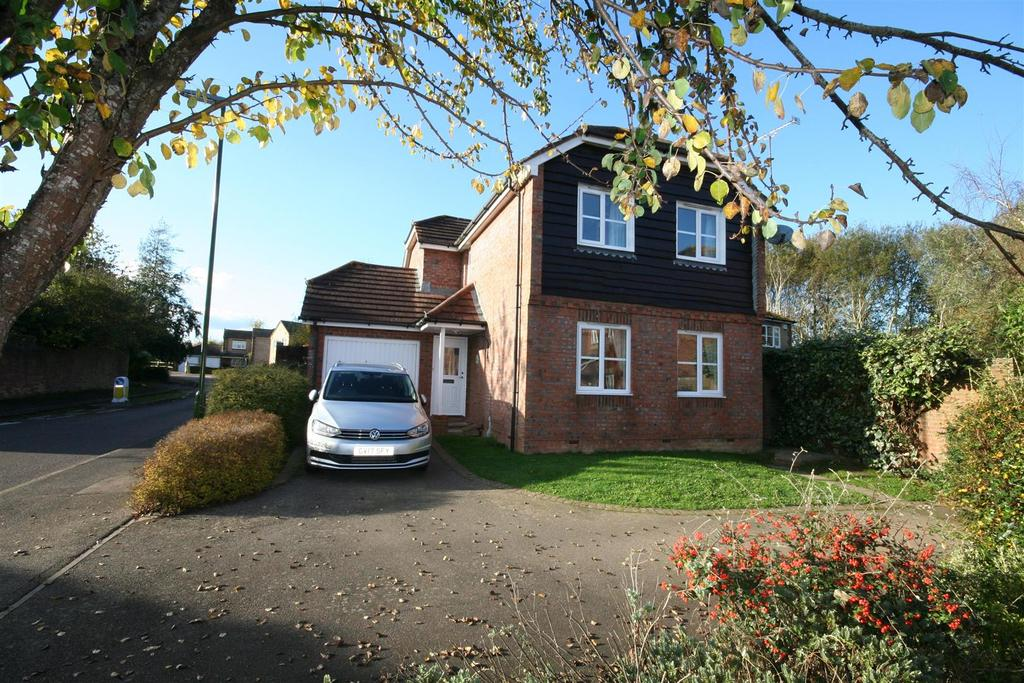 3 Bedrooms Detached House for sale in Mallard Way, Henfield