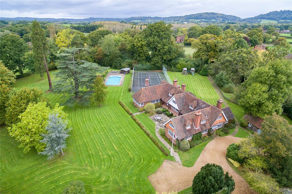 5 Bedrooms Detached House for sale in The Common, Dunsfold, Godalming, Surrey