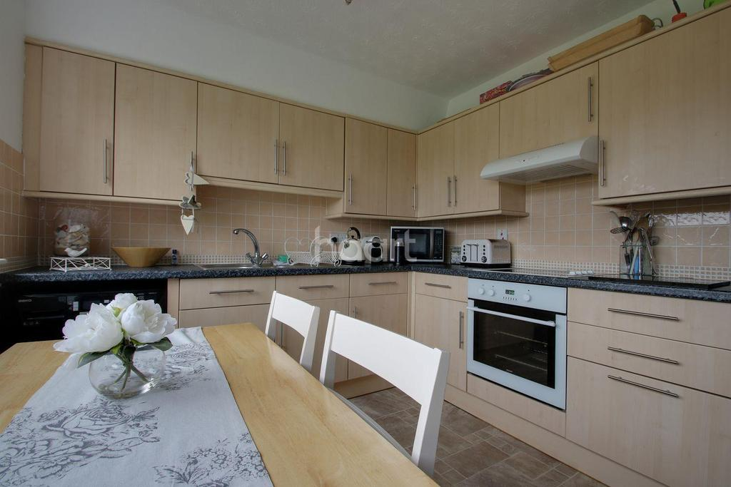 3 Bedrooms Flat for sale in Livermead Hill, Torquay