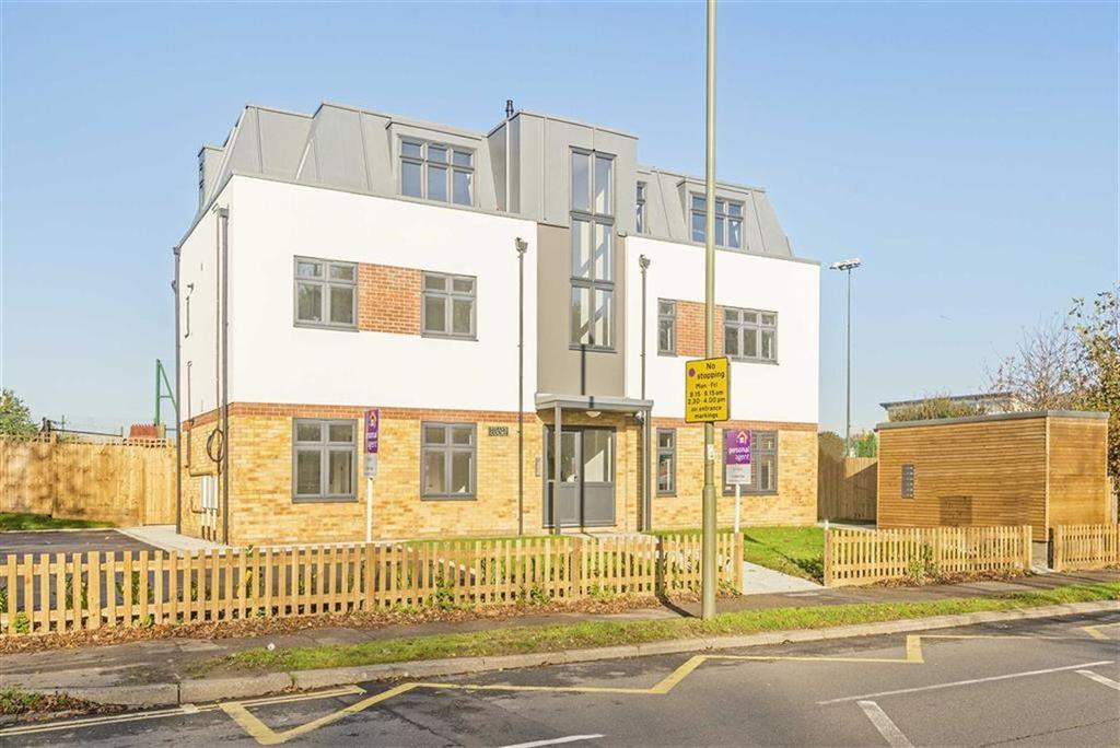 2 Bedrooms Flat for sale in Fillys Court, Epsom, Surrey