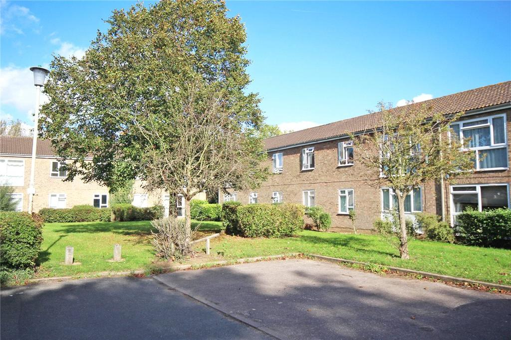 2 Bedrooms Flat for sale in Jackdaws, Welwyn Garden City, Hertfordshire