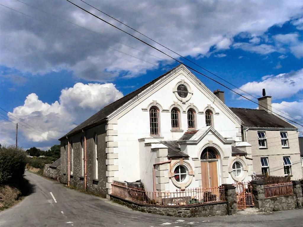3 Bedrooms Detached House for sale in Pentreuchaf