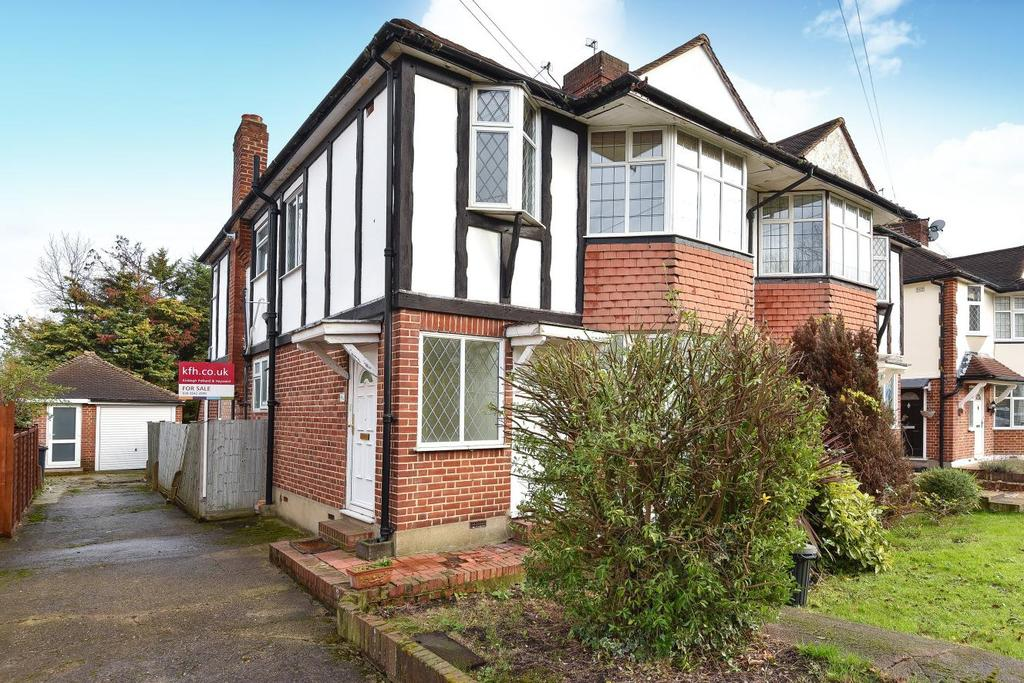 2 Bedrooms Flat for sale in Aboyne Drive, Raynes Park